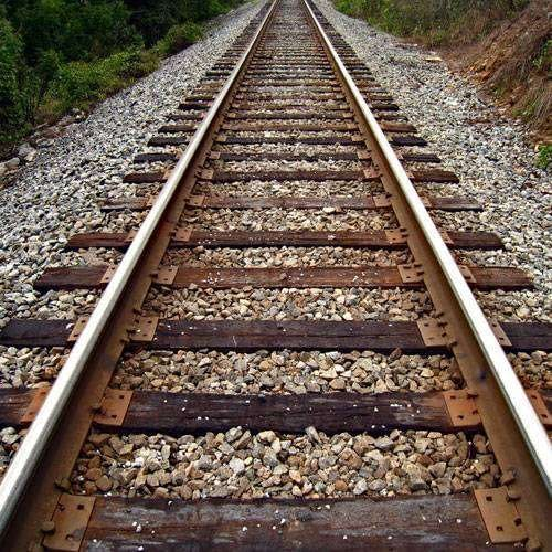 500x500xnews-6-dead-are-victims-of-train-in-up-1-55163-55163-train-track.jpg.pagespeed.ic.WfoibeJZ6W