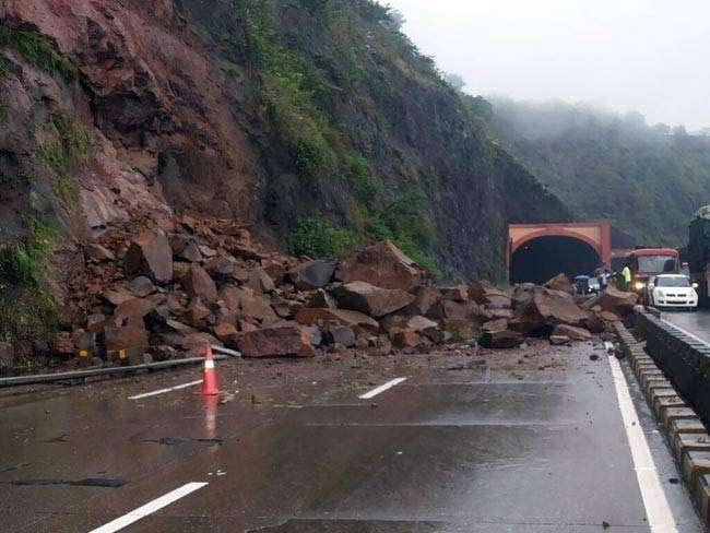 landslide-pune-3-thumb_062215024900