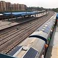 इंडियन रेलवे के ट्रैक पर अब सोलर पावर की बिजली से दौड़ेंगीं ट्रेनें, दुनिया में ऐसा करने वाला पहला देश