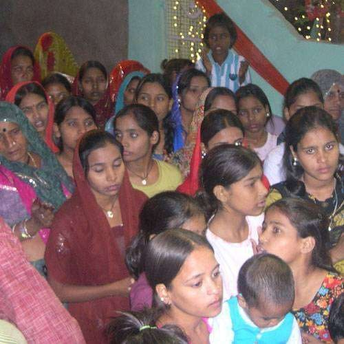 news-first-day-of-navratri-crowd-of-believers-in-temple-1-46667-46667-783