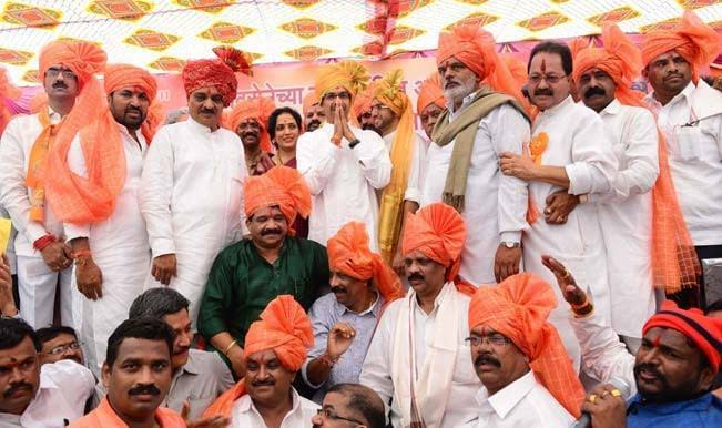 mns-chief-raj-thackeray-with-shiv-sena-chief-uddhav-thackeray-with-yuva-sena-chief-aditya-thackeray-with-the-party-leaders-who-were-declared-victorious-in-the-recently